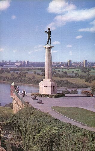 The Winner statue, kalemegdan Park.jpg
